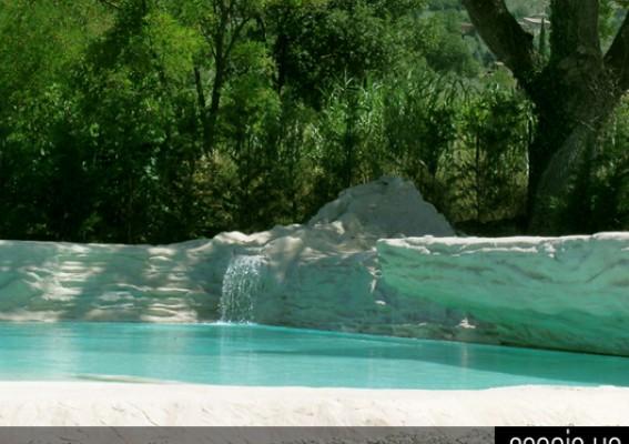 Bordo vasca in roccia artificiale scenic up soluzioni for Piscina artificiale