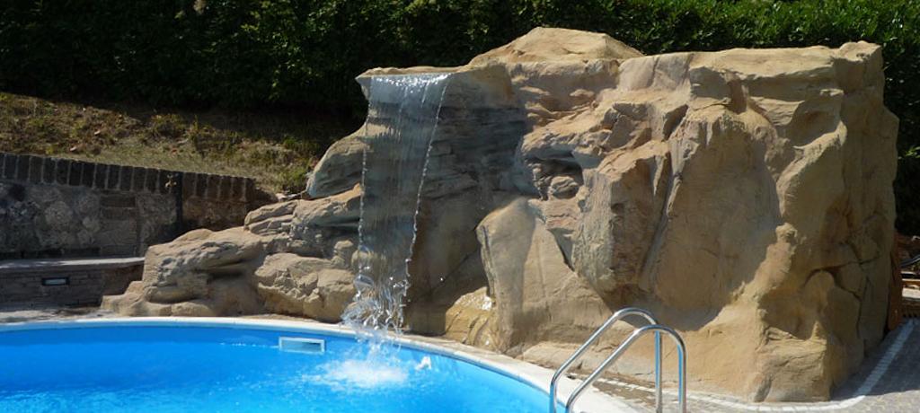 Scenografie e rocce artificiali rivestimenti in pietra for Cascate in giardino